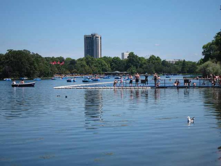 Serpentine Lido © Oast House Archive@geograph.org.uk