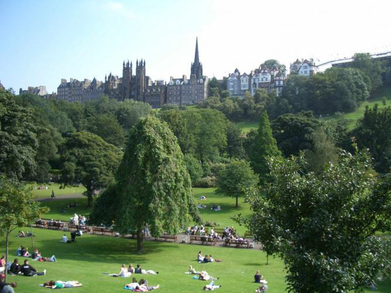 Princes Street Gardens: Edinburgh Park and Old Town | © Robert Breuer/WikiCommons
