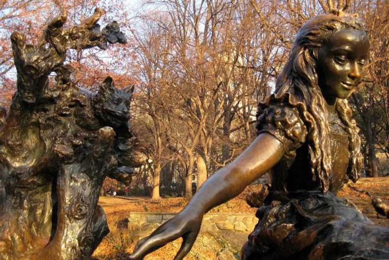 José de Creeft's Alice in Wonderland Sculpture in Central Park, New York|© Wally Gobetz/ Flickr