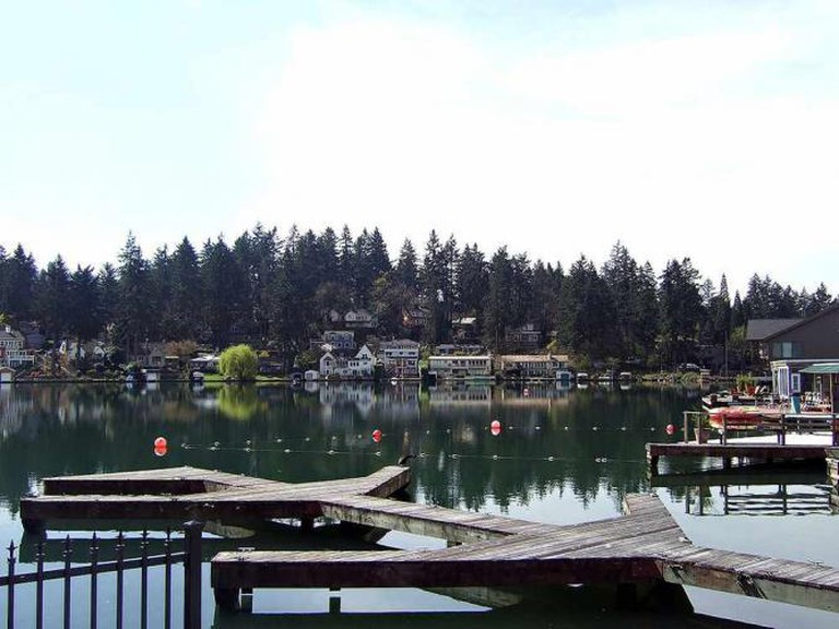 View of Lakewood Bay, Oswego Lake | © Esprqii/WikiCommons