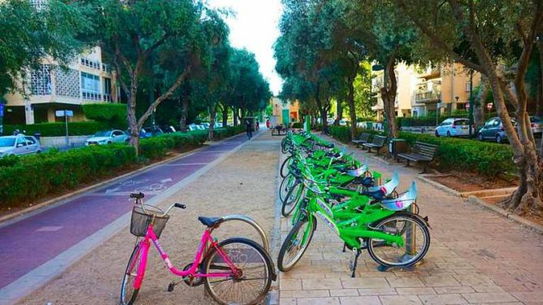 Tel-O-Fun Bikes| © Wiki/ Eytan.jpg