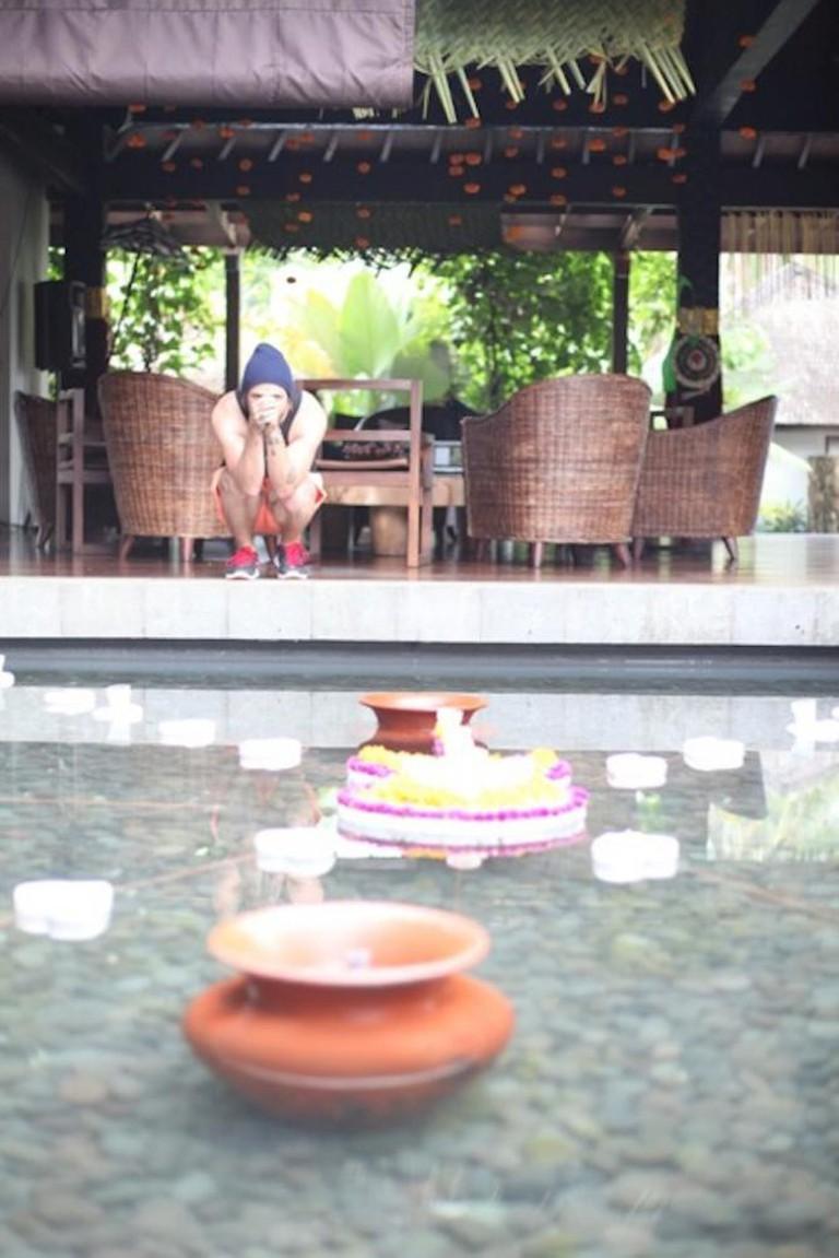 Artist CRUICKSHANK takes pause in the Villa Swara Padi courtyard, Photo by Kim Nieva