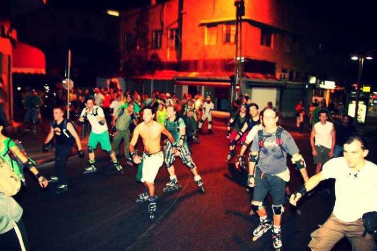 {{IMAGE: Tel Aviv Rollers I @350org/Flickr}}