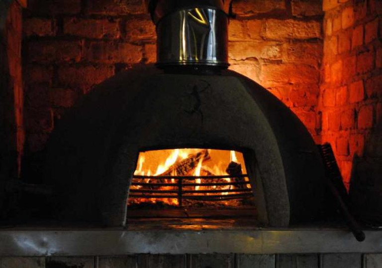 Traditional pizza oven | © Clint Budd/Flickr