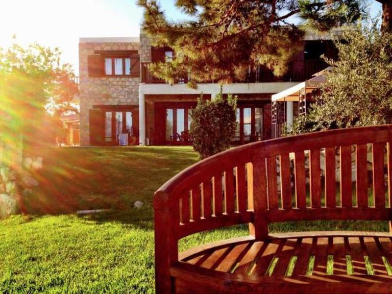 Sun kissed lawns at Paradisos Hills | Courtesy of Paradisos Hills