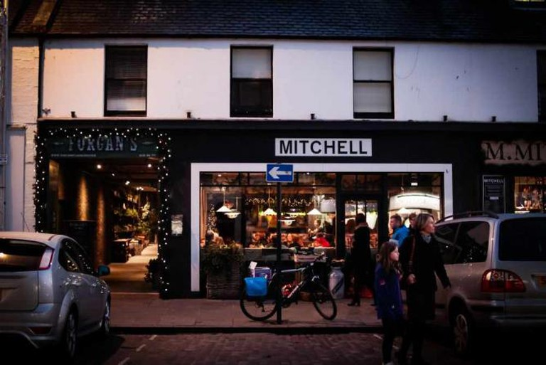 Mitchell's and Forgan's | © CoconutRyo/Flickr