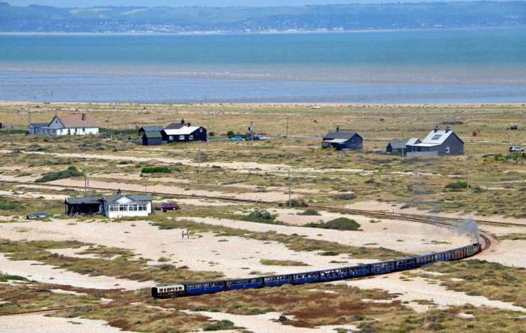 The hamlet and railway in Dungeness |© Neil/ Flickr