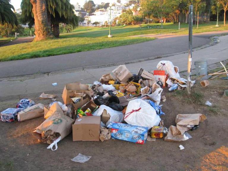 Trash in Dolores Park © Alex Chaffee/Flickr