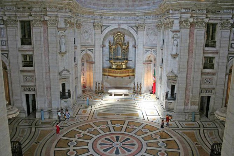 High altar of the Church of Santa Engrácia | © Alegna13/WikiCommons