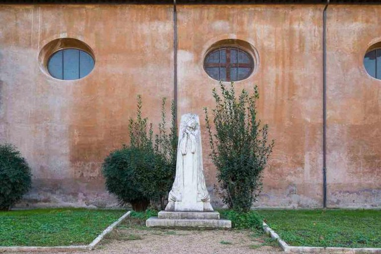 Statue in the Garden of Oranges