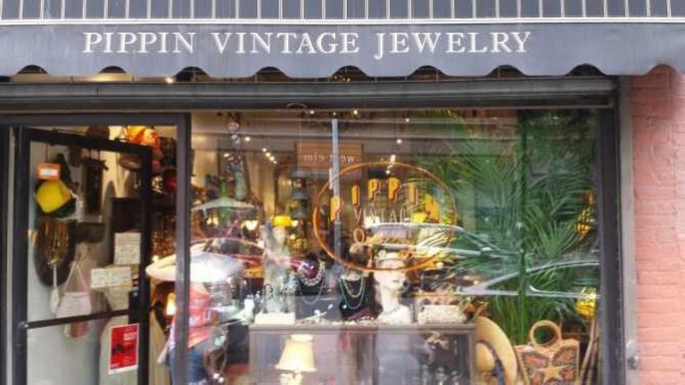 Pippin Vintage Jewelry Exterior | © Kyung Mi Bae