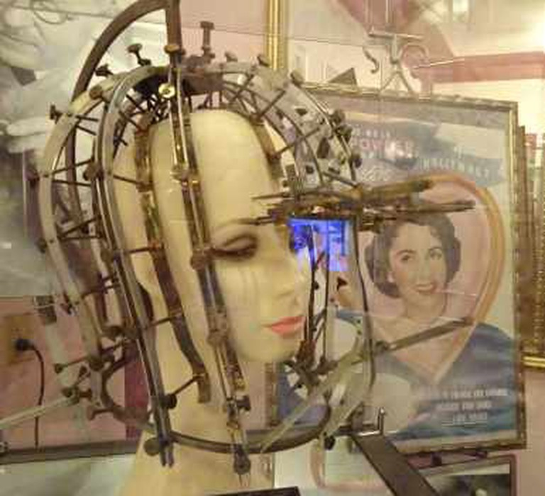 """Max Factor's """"Beauty Calibration Machine"""" (1932) /The Hollywood Museum"""