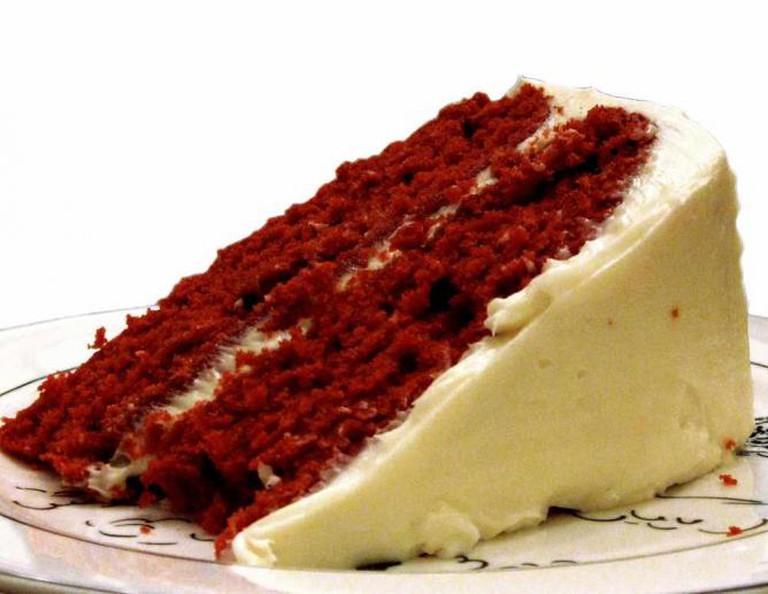 Slice of red velvet cake | © Roxanna Salceda/Flickr
