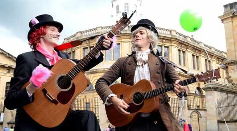 Musicians outside Blackwell's bookshop, Alice's Day 2012 | © thestorymuseum