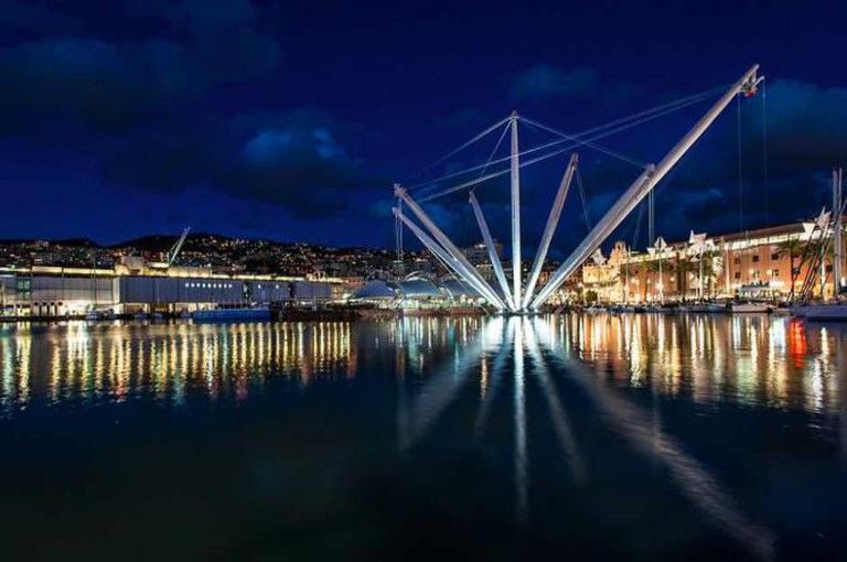 The Bigo elevator and Genoa's Old Harbor   © Andrea Masala/Flickr