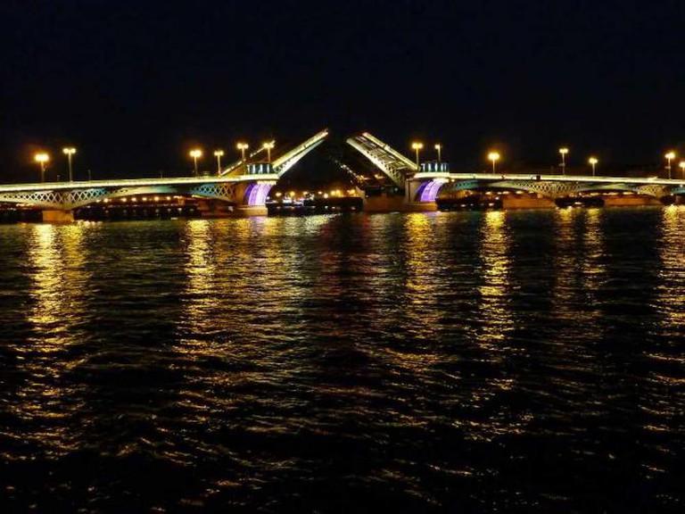 The raising of Troitsky bridge | © Fotorus/Flickr