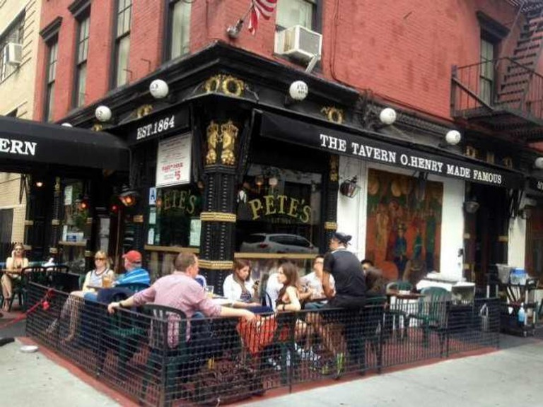 Al fresco at Pete's Tavern in Gramercy Park |© Olivia Edwards