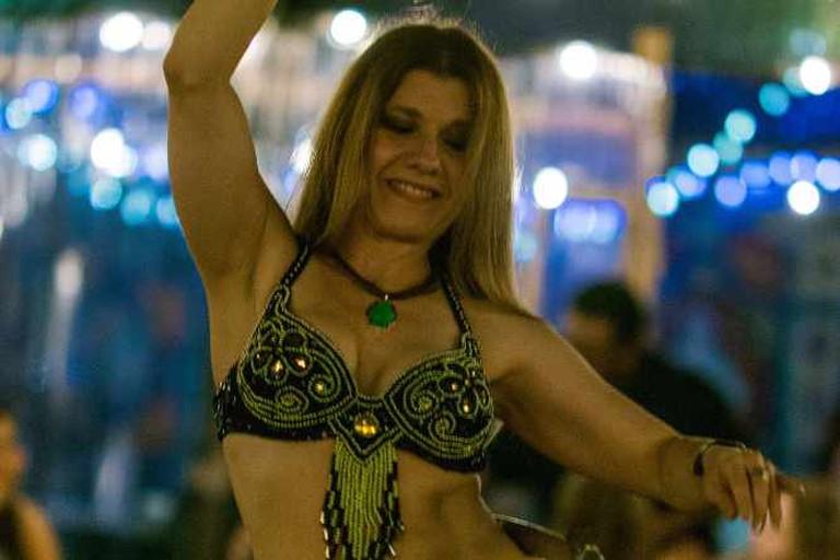 Belly Dancer at Phara's, Austin | © Nan Palmero/Flickr