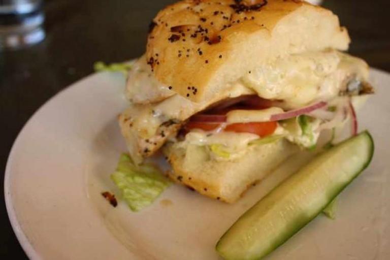 Half jerk chicken sandwich at Mudgie's | © calamity_hane/Flickr