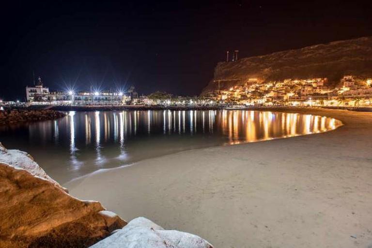 Playa del Mogán at night © Sigurd Rage/Flickr