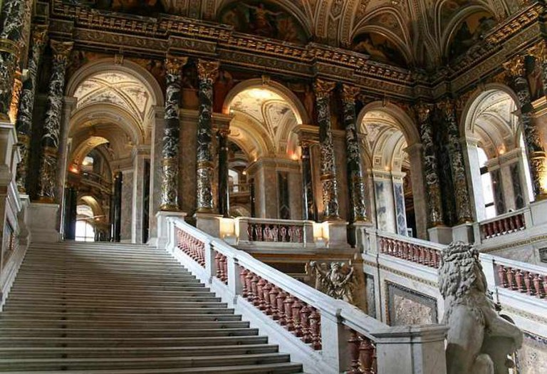 The dazzling staircase of the Museum of Art History I © Pe-sa/WikiCommons
