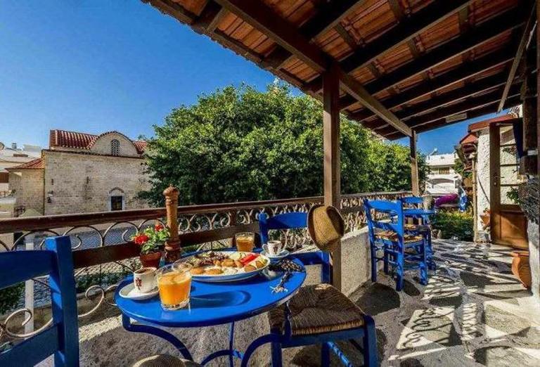 Koukos outdoor breakfast | Courtesy of Koukos