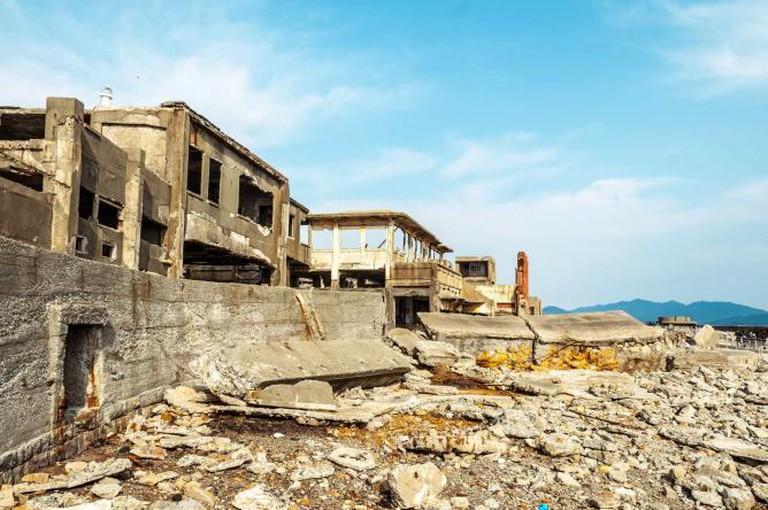 Abandoned Buildings on Hashima Island | © waka/ Flickr