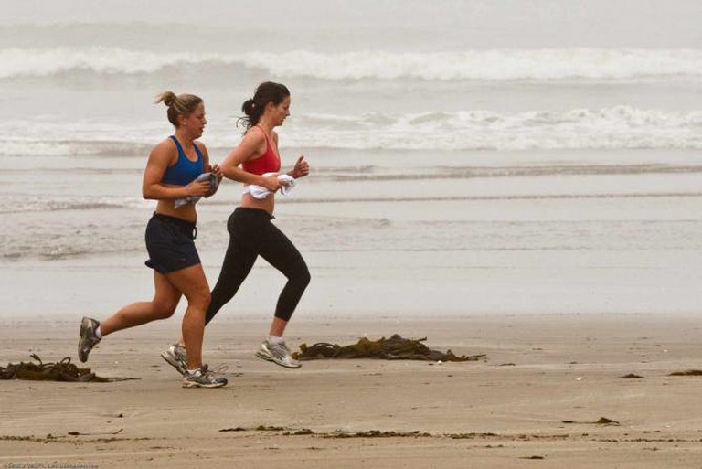 Joggers on Morro Strand State Beach|© Mike Baird/Flickr