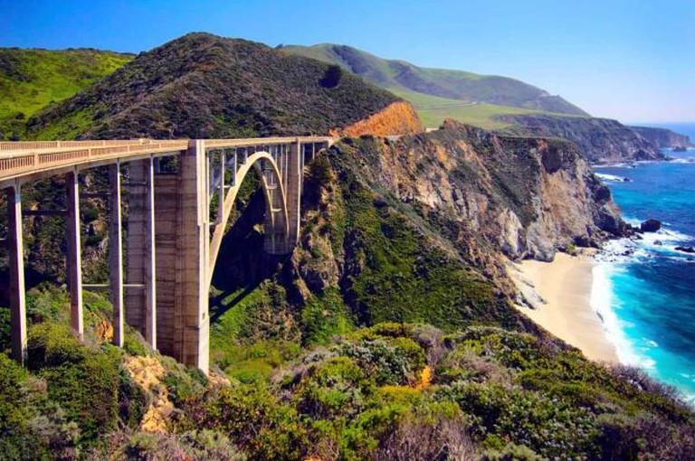 Bridge on Highway 1 along the Pacific Ocean near Big Sur | © ibellhop.com
