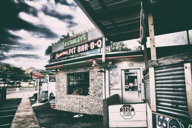 Stanley's Famous Pit Bar-B-Q | © A Vandalay/Flickr
