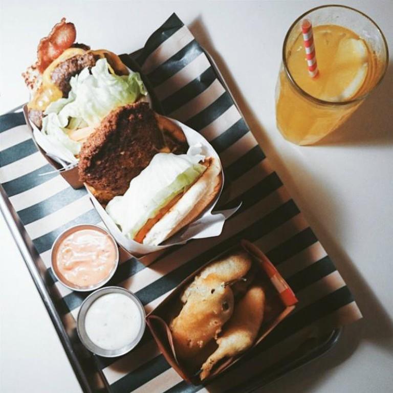 Burger Circus © Jonathan Ooi/Flickr