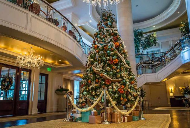 Christmas Tree at the St. Regis | © Jack Kennard/Flickr
