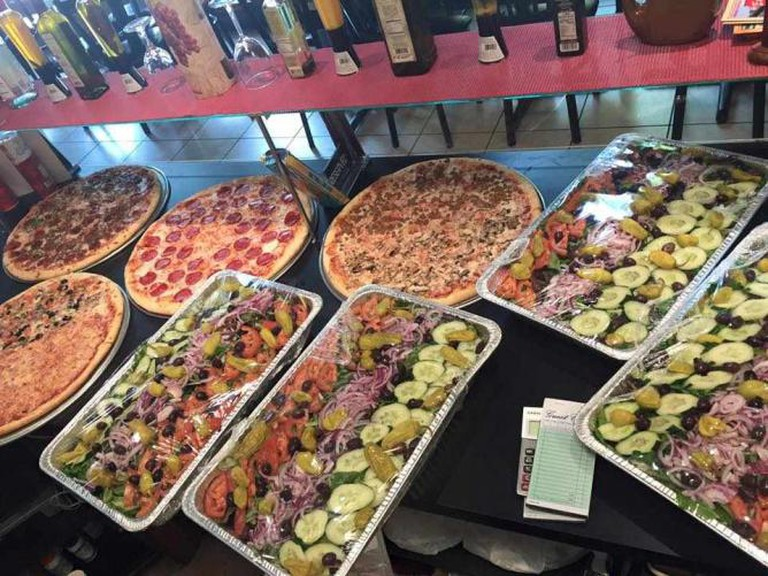 The spread at Enzo's | © Enzo's NY Pizzeria