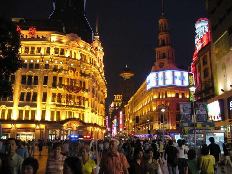 Nanjing Road, Shanghai © taylorandayumi/WikiCommons