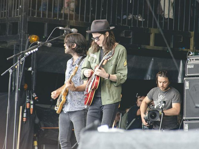 James Bay Performing at Glastonbury Festival 2015 | © Tomjhill/Wikicommons