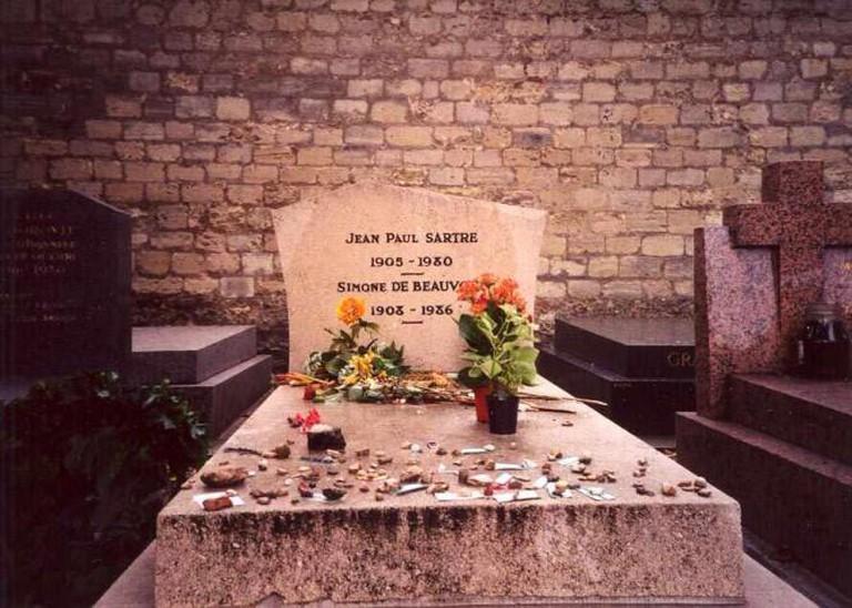 The grave of Jean-Paul Sartre and Simone de Beauvoir in Paris | © Evan O'Neil/Flickr