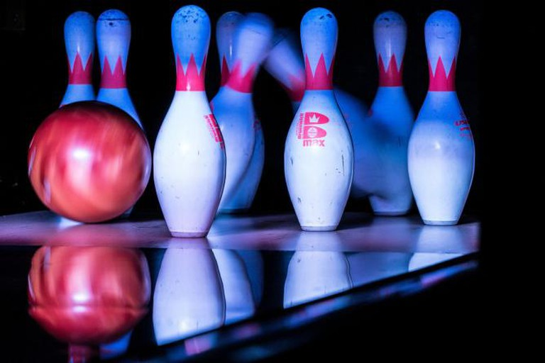 Bowling Pins Being Hit by a Bowling Ball l © Nan Palmero/WikiCommons