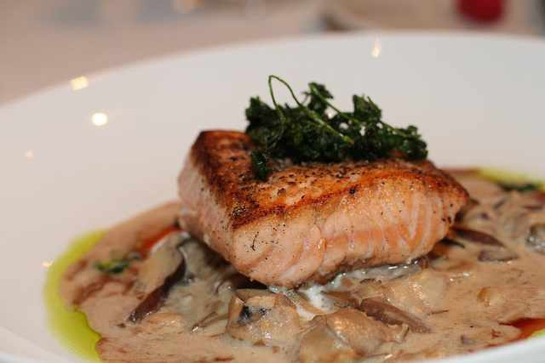 Pan-seared Wild Nova Salmon at the Rattlesnake Club | © TheHungryDudes/Flickr