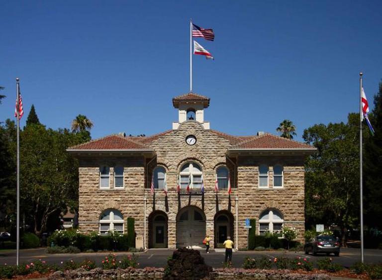 Sonoma City Hall | ©AYee/Flickr
