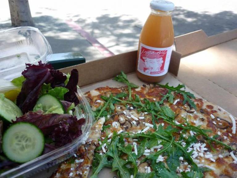 Cheeseboard Pizza |  © kennejima/Flickr