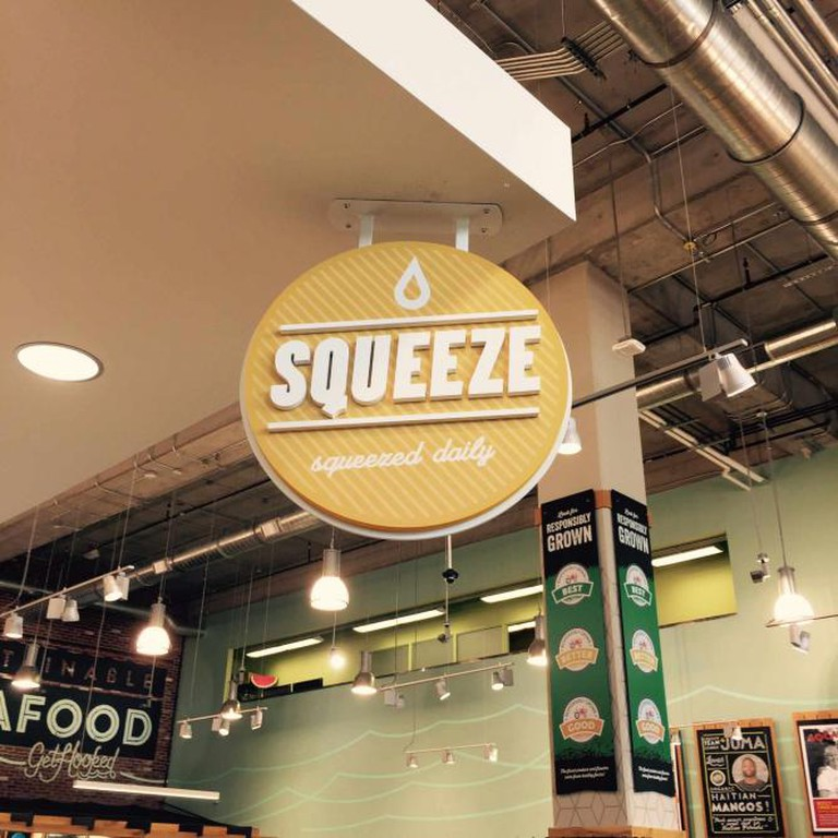 Squeeze sign | © donnakaella photography