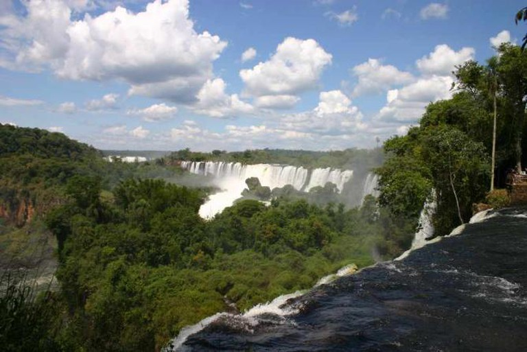 Iguacu Falls from the Argentine side — the setting of The Honorary Consul | © Charlesjsharp/WikiCommons