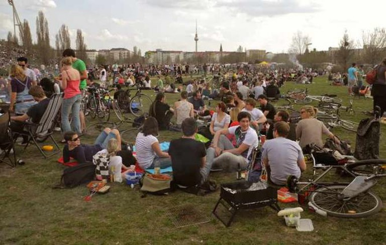 A Sunday in Mauerpark | ©Wikicommons
