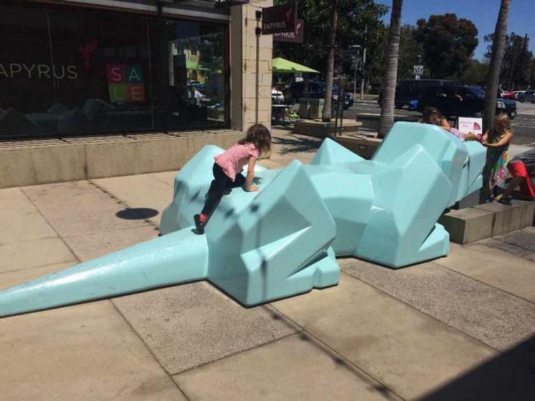 The Metlox Dog at Metlox Plaza | © Michelle Pagaran