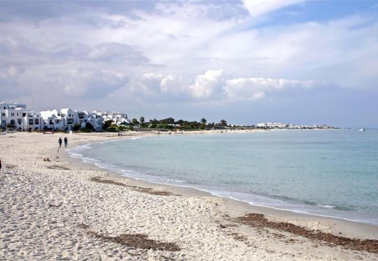 Tunisian beach   © Tony Hisgett/Flickr