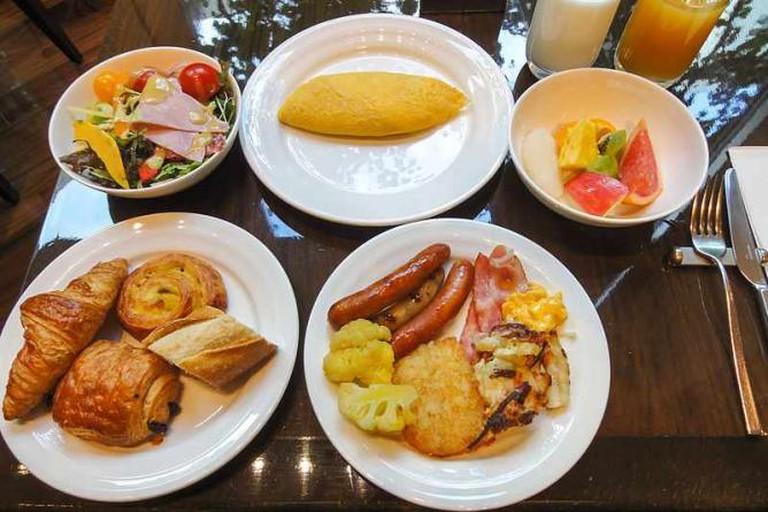 Breakfast buffet | © J o/WikiCommons