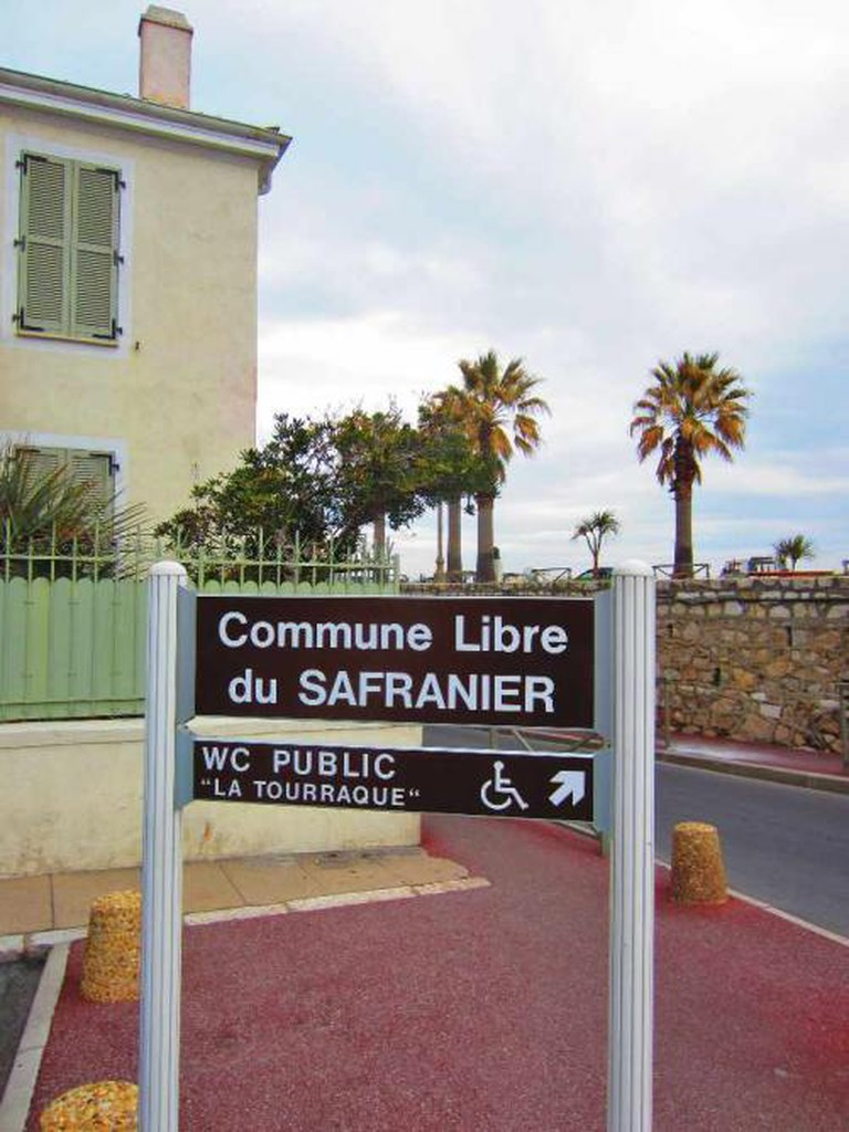 Entrance to commune