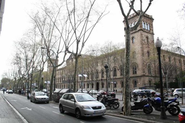 Historic Building in Gran Via de les Corts Catalanes | © Jesús Corrius