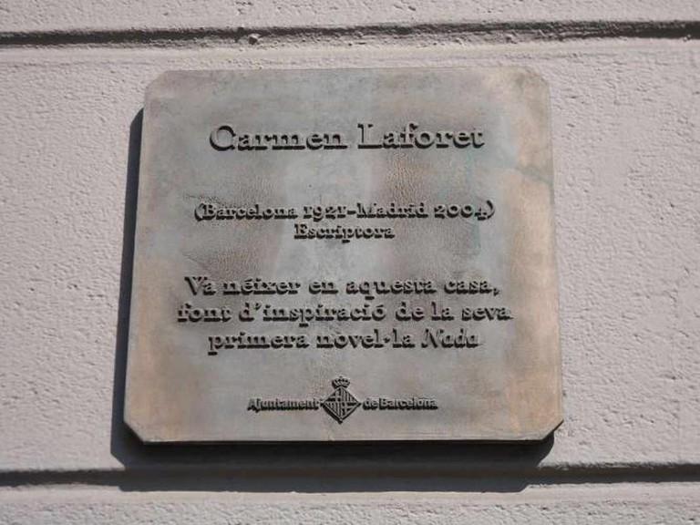 Memorial plaque to Carmen Laforet in Aribau 36 | © WikiCommons/Herodotptlomeu