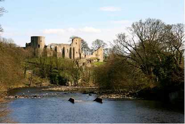 Barnard Castle from across the River Tees | © Robert Scarth/WikiCommons